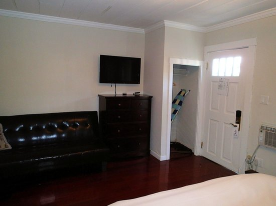 Americas Best Value Inn & Suites - Royal Carriage: Bedroom/living room