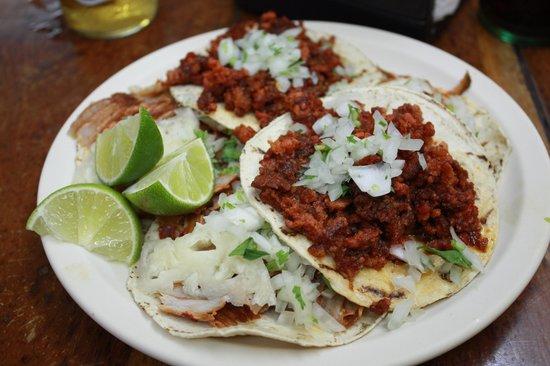 Taqueria El Pique: Chorizo and al pastor tacos
