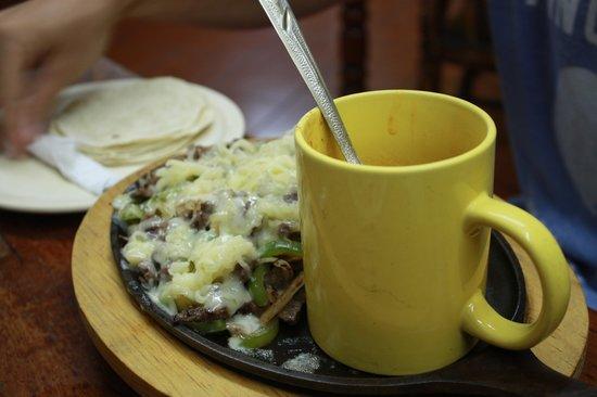 Taqueria El Pique: fajitas con bistec and queso