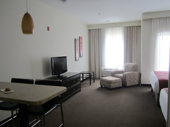 Berlin Grande Hotel: Spacious room