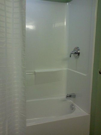 Super 8 Rainsville: Shower