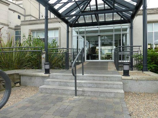 Portmarnock Hotel and Golf Links: Front entrance