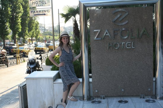 Athens Zafolia Hotel : my daughter recording her favorite hotel