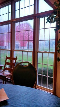 Farmstead Inn: Breakfast area view