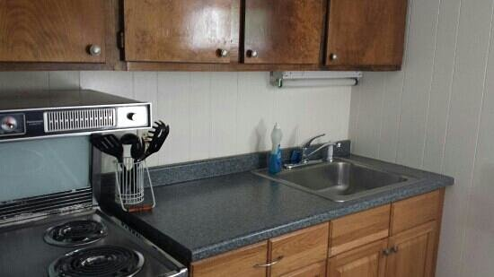 Imperial Waters: kitchen