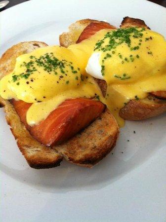 Charlie Bill - Fine Food Bistro: best salmon ever!