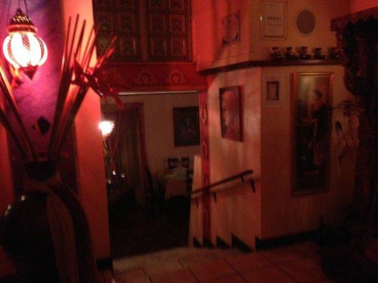 Taj Mahal Restaurant : inside
