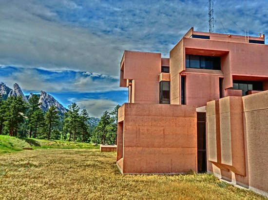 National Center for Atmospheric Research - NCAR: brutal architecture in warm tones works well