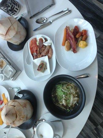 Le Meridien Bangkok: Western, Thai, Japanese, Chinese breakfast options...