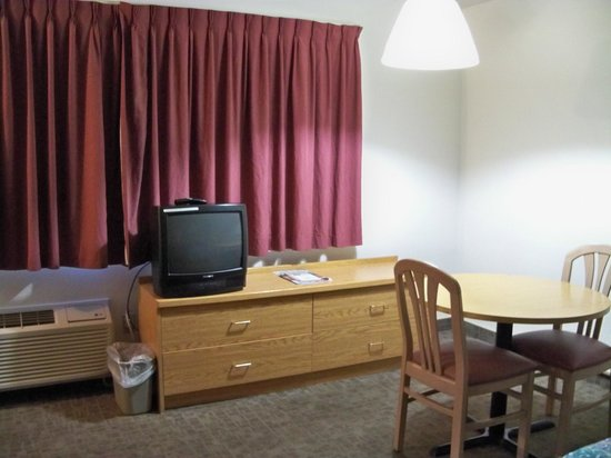 Brooks Street Motor Inn: Large Room