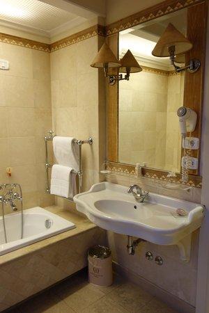 Il Palazzetto: Room 1 bathroom