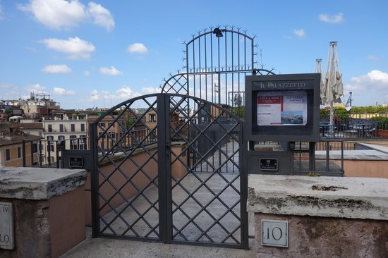 Il Palazzetto: Rooftop entrance, private gate