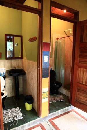 Casa Zen Guest House & Yoga Center: Bathrooms