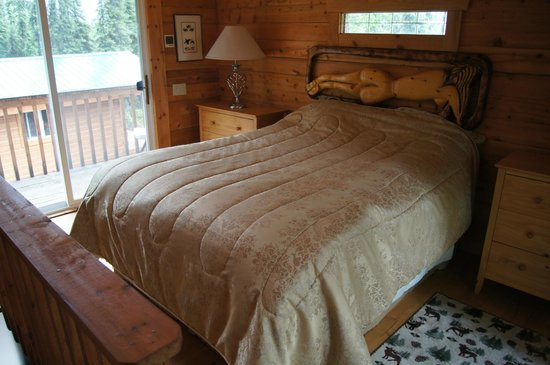 A Cabin by the Pond : Master Bedroom