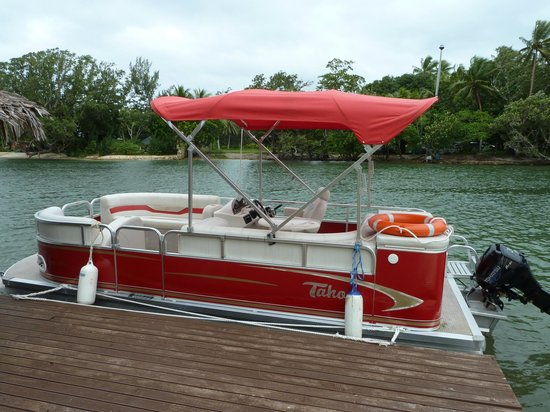 Tropicana Lagoon Apartments Resort: The Pontoon Boat