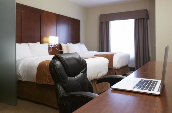 Comfort Suites Saskatoon: Double Queen Suite