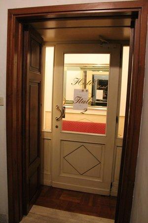 Hotel Italia: Porta do Corredor