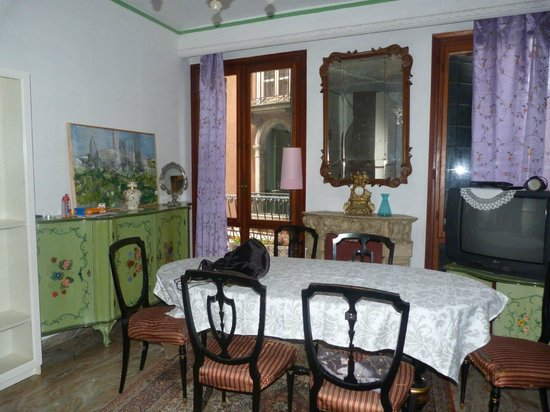 Ca delle Fiabe: dining room/living room