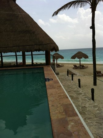 The Westin Resort & Spa Cancun: one of the pools