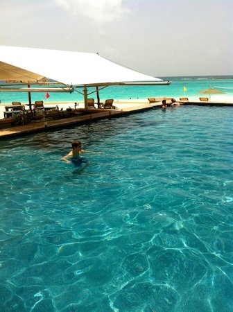 The Westin Resort & Spa Cancun: The pool and bar