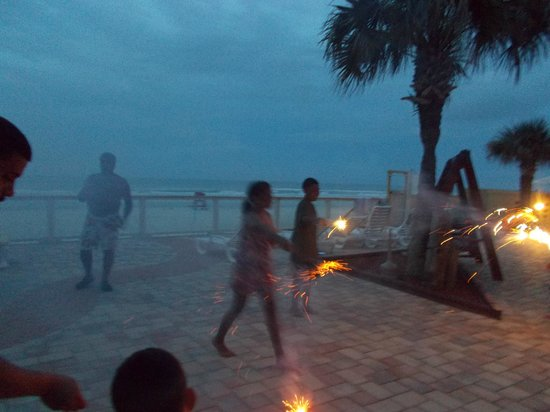 Beach Quarters Resort : Getting a Little Smoky Here!