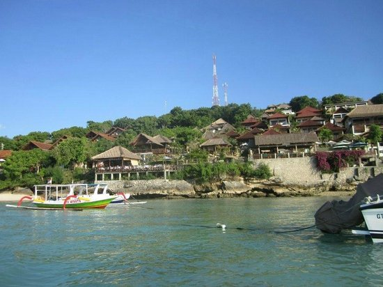 Ware Ware Surf Bungalows : view of hotel from Jungutbatu Bay