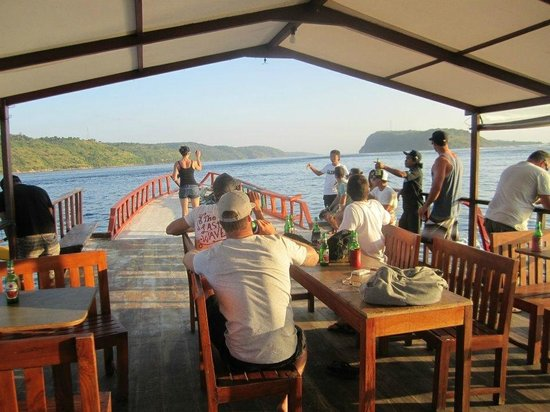 Ware Ware Surf Bungalows : BBQ sunset cruise