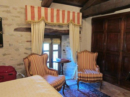 Hotel Castello di Sinio: Sitting area