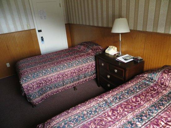هوتل سيوارد: Room 203