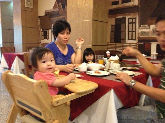 Hanoi A1 Hotel: Desmond's Family