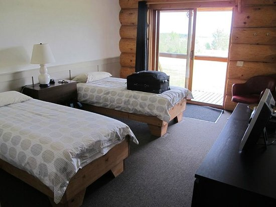 Cariboo Log Guest House: Sleeping area - very neat & clean