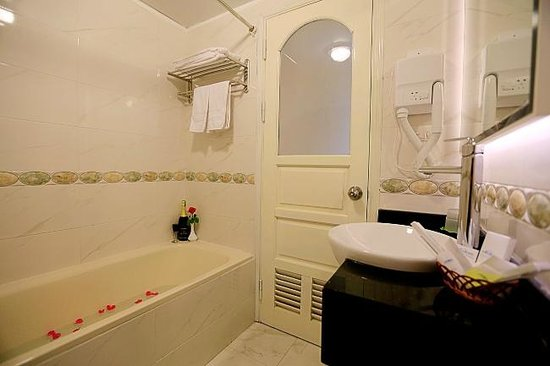 Moon View 2 Hotel: Bathroom