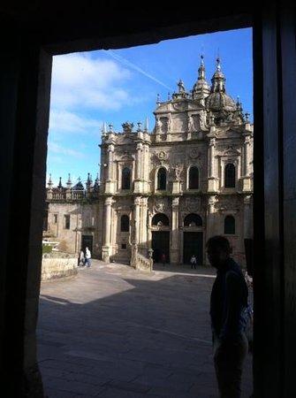 Hospederia San Martin Pinario: Der Ein-/Ausgang der Hospederia (direkt zur Kathedrale)