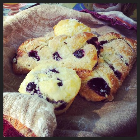 Lakeshore House: Delicious home made baking a daily treat!
