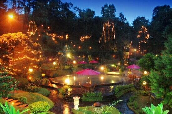 Gracia Spa and Resort: kawah Ratu Pool night