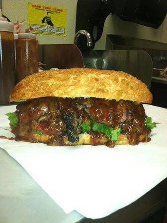 Supernaw BBQ : Beef Tri-Tip Sandwich