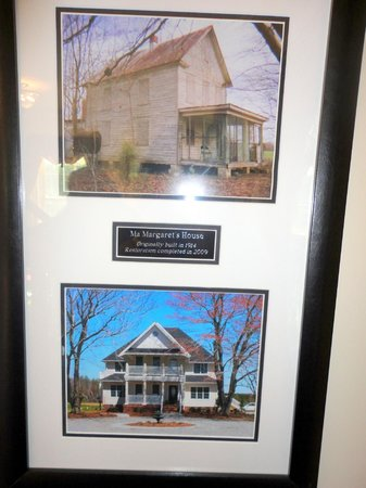 Ma Margaret's House B&B: Original house and the renovated house in foyer