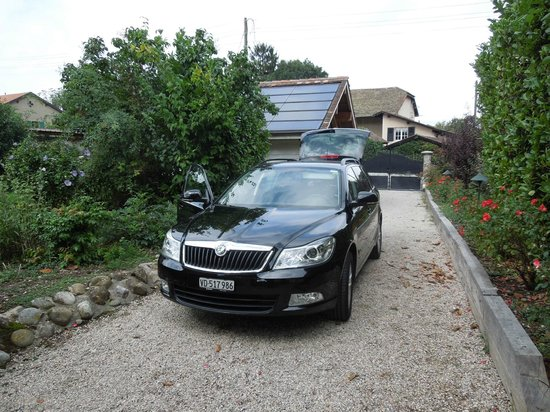 Parking on the driveway - BnB Atelier de St. Maurice - Sep 1 2012