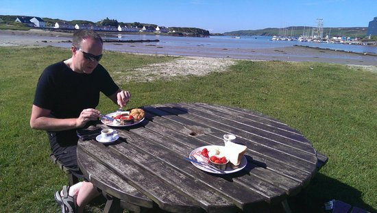 Oystercatcher Bed & Breakfast : Breakfast by the sea