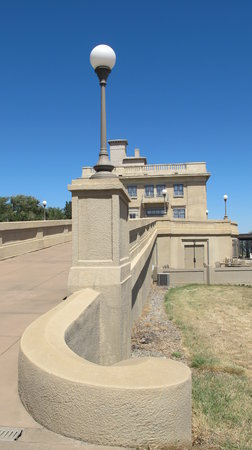 Maryhill Museum of Art: west ramp entrance