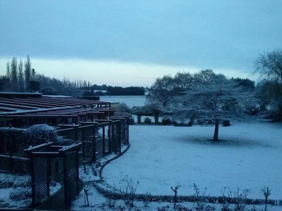 Heartland Hotel Croydon: Falling snow