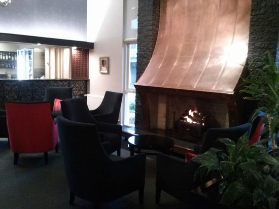 Heartland Hotel Croydon: An inviting fire.
