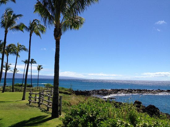 Montage Kapalua Bay: 2 minute walk to the ocean