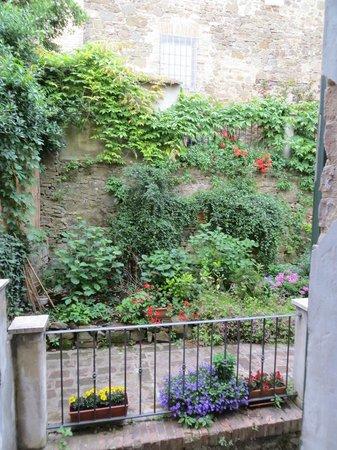 Palazzina Cesira: Court Yard Garden