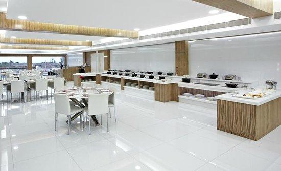 L'attitude 49: Restaurant interior