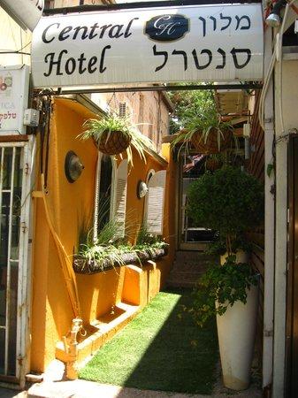 Central Hotel: entrance
