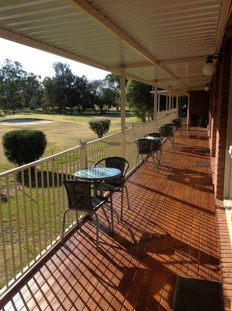 Tooleybuc Club Motor Inn : Golf side decking