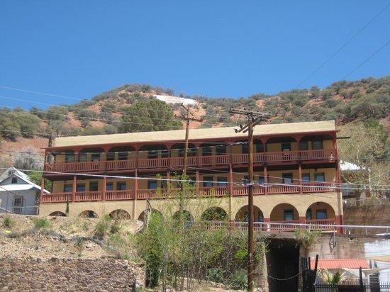 Eldorado Suites Hotel: Hotel from Brewery Gulch