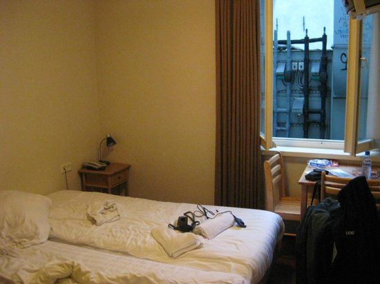 Season Star Hotel: Relatively comfortable but I was alone