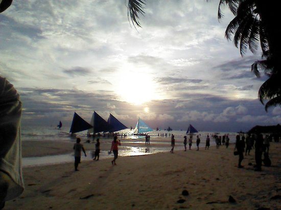 Agos Boracay Rooms + Beds: sunset